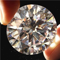 Common way for distinguish moissanite and natural diamond